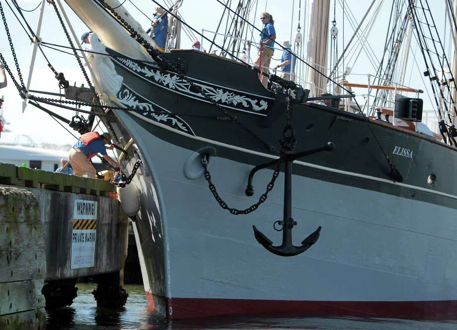New iron plates were welded on the hull. Photo: James Nielsen, Chronicle / © Houston Chronicle 2013