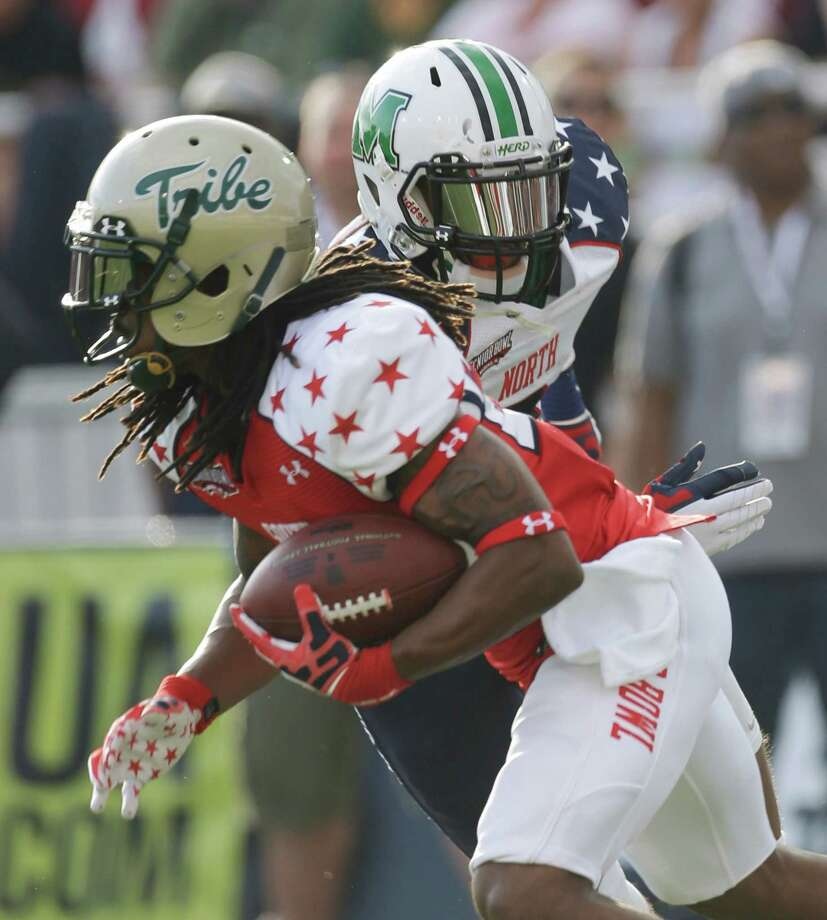 Senior Bowl South Squad defensive back B.W. Webb of William & Mary (22) is pursued by Senior Bowl North Squad wide receiver Aaron Dobson of Marshall (3) on a punt return in the first half of the Senior Bowl college football game at Ladd-Peebles Stadium in Mobile, Ala., Saturday, Jan. 26, 2013. (AP Photo/Dave Martin) Photo: Dave Martin, Associated Press / AP