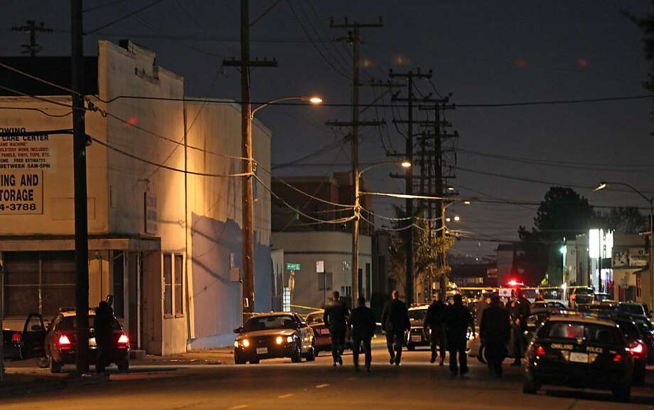 Oakland police cordon off an area where an officer was shot Friday night after he confronted a man with a gun. Photo: Lance Iversen, The Chronicle