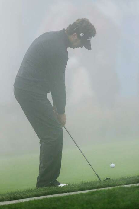 Michael Letzig practices his chipping while waiting out a fog delay. Photo: Lenny Ignelzi, STF / AP
