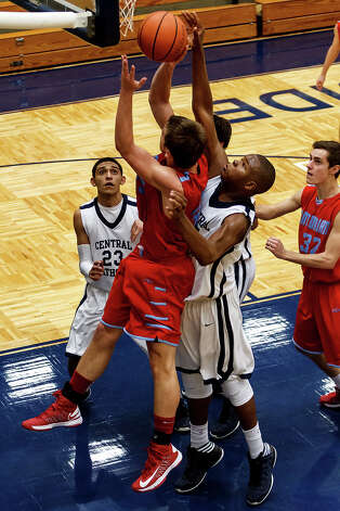 Central Catholic's Tony Lewis (second from right) tries to block a shot by Antonian's Reagan Keogh as Chris Paz (left) and Brad Partyka look on during the second half of their game at Paul Taylor Field House on Jan. 26, 2013.  Central Catholic beat the Apaches 64-53.  MARVIN PFEIFFER/ mpfeiffer@express-news.net Photo: MARVIN PFEIFFER, Express-News / Express-News 2013