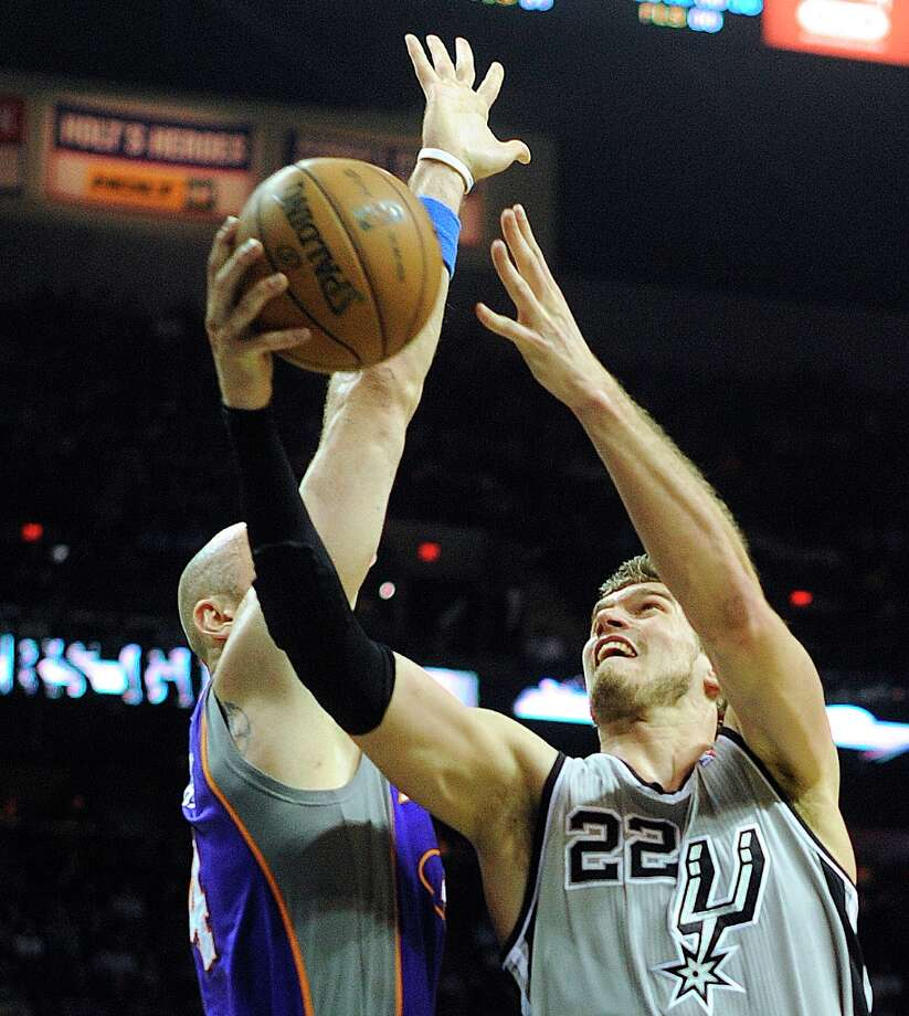 The Spurs' Tiago Splitter (22) shoots as Marcin Gortat of the Phoenix suns defends at the AT&T Center on Saturday, Jan. 26, 2013. Photo: Billy Calzada, San Antonio Express-News / SAN ANTONIO EXPRESS-NEWS
