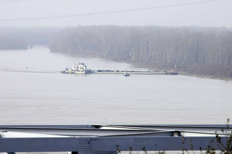 The tugboat Nature's Way Endeavor banks a barge in the Mississippi River, which was closed to traffic after an oil spill near Vicksburg, Miss. Photo: Eli Baylis, Associated Press