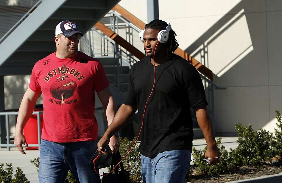 Justin Smith, left, and Ray McDonald leave the 49ers practice facility in Santa Clara, Calif., Sunday, January 27, 2013, for New Orleans and the Super Bowl. Photo: Sarah Rice, Special To The Chronicle