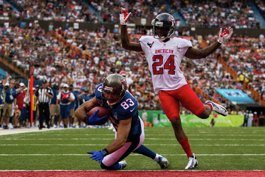 Vincent Jackson #83 of the Tampa Bay Buccaneers scores a touchdown over Johnathan Joseph #24 of the Texans. Photo: Kent Nishimura, Getty Images / 2013 Getty Images
