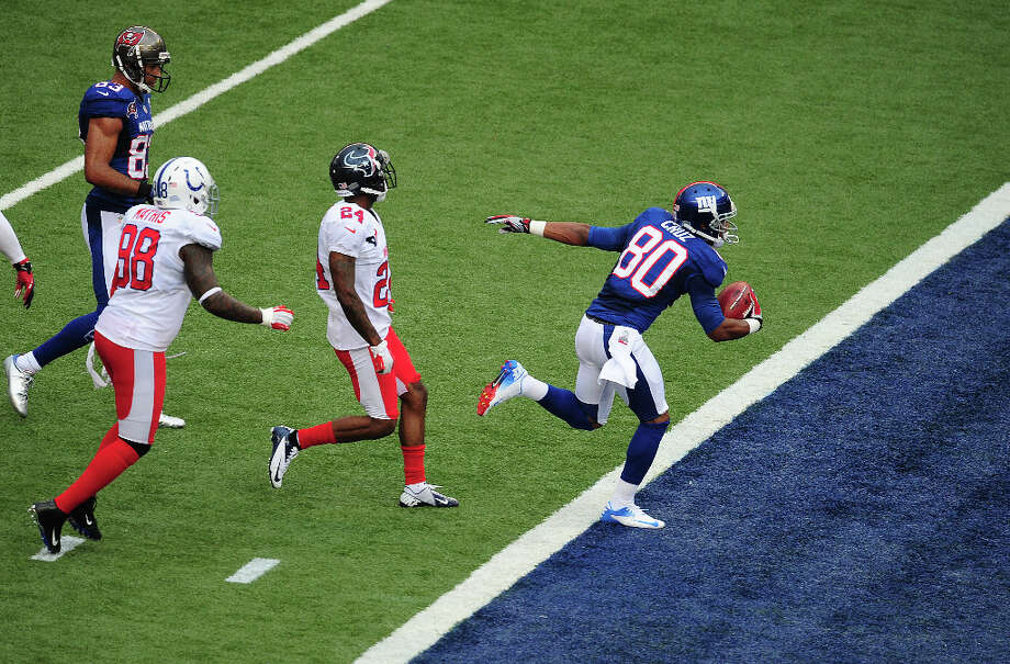 Victor Cruz #80 of the Giants scores a second quarter touchdown. Photo: Scott Cunningham, Getty Images / 2013 Getty Images