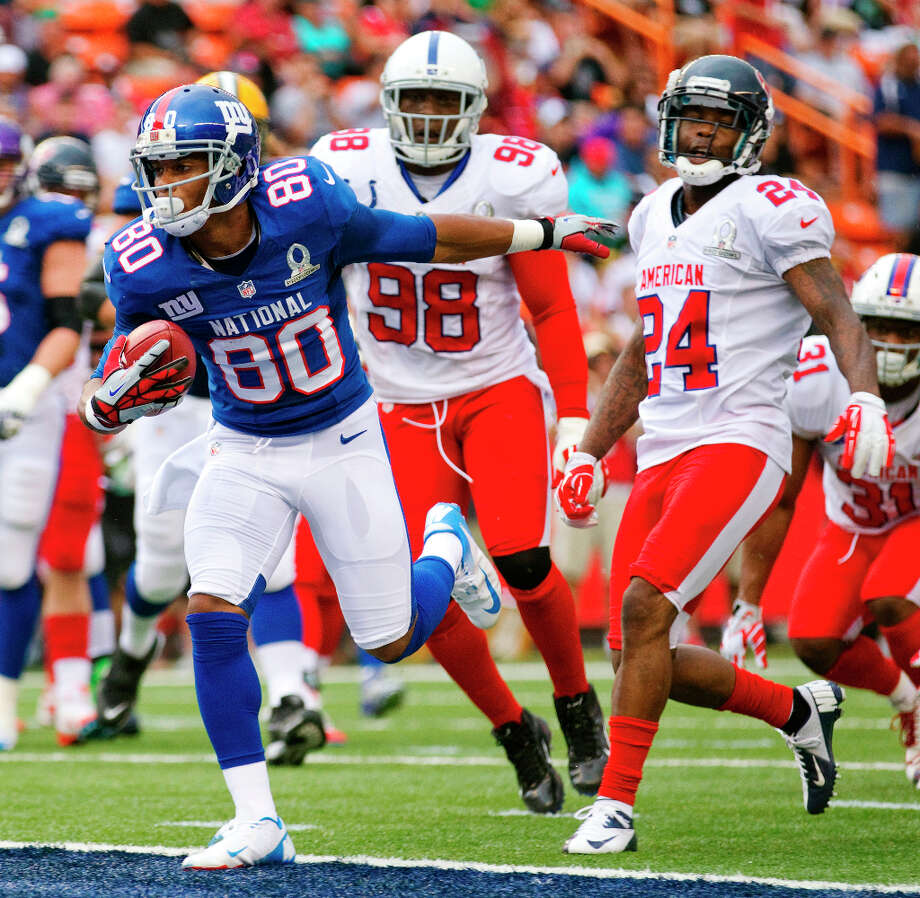 Giants receiver Victor Cruz (80) breaks away from Colts outside linebacker Robert Mathis (98) and Texans cornerback Johnathan Joseph (24) to score a touchdown. Photo: Eugene Tanner, Associated Press / FR168001 AP