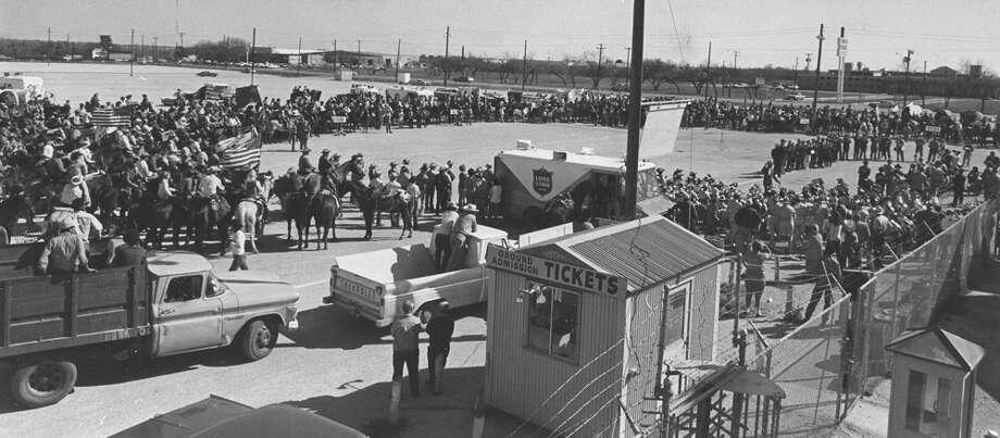 Hundreds of riders gather outside of Freeman Coliseum for the San Antonio Stock Show & Rodeo on Feb. 12, 1971. Photo: San Antonio Express-News File Photo
