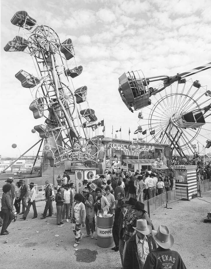 The midway at the San Antonio Stock Show & Rodeo is seen on Feb. 7, 1973. Photo: San Antonio Express-News File Photo