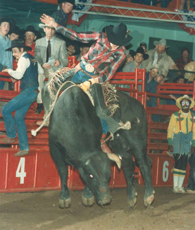 Chuck Simonson competes in bull riding at the San Antonio Stock Show & Rodeo on Feb. 13, 1988. Photo: San Antonio Express-News File Photo