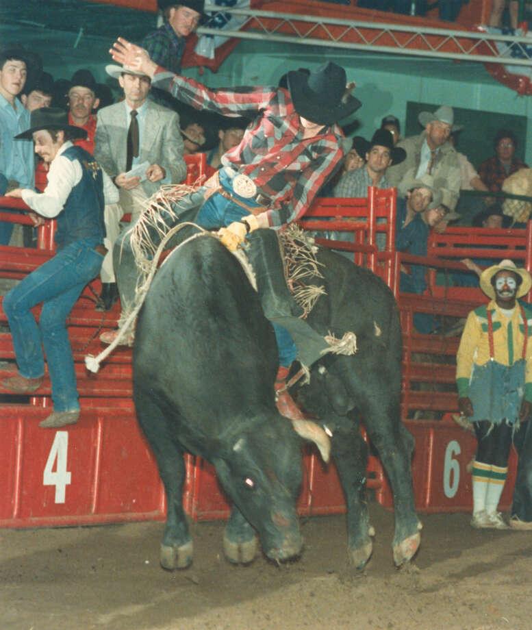 Chuck Simonson competes in bull riding at the San Antonio Stock Show & Rodeo on Feb. 13, 1988. Photo: San Antonio Express-News File Photo