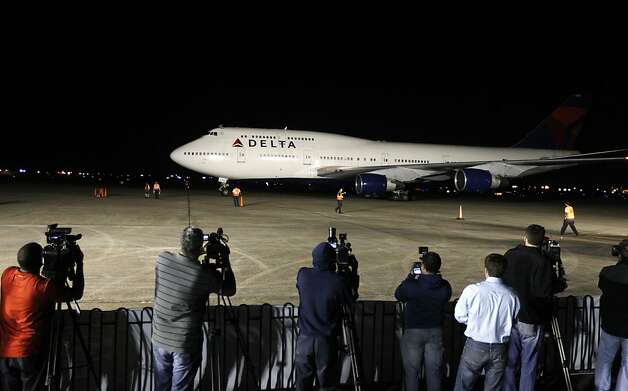 The jet carrying the San Francisco 49ers'  football team arrives at the Louis Armstrong New Orleans International Airport in New Orleans Louisiana  on Sunday Jan. 27,  2013. Photo: Michael Macor, The Chronicle