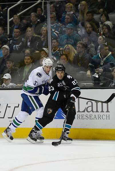 SAN JOSE, CA - JANUARY 27:  Scott Gomez #23 of the San Jose Sharks controls the puck taking it away