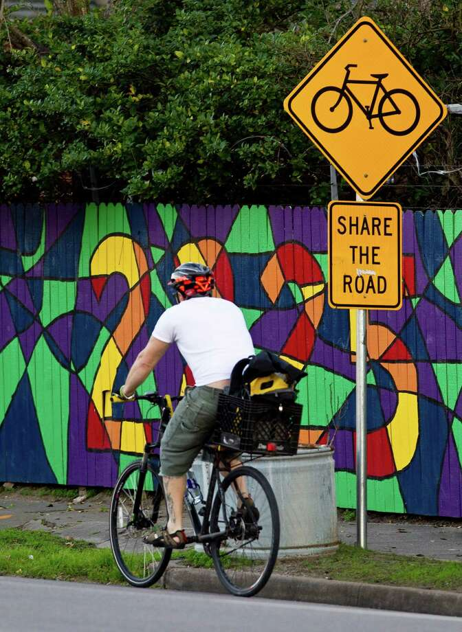 A sign on Washington warns motorists to watch for bicyclists, who are not protected by a law on safer driving. Photo: Nick De La Torre, Staff / © 2013  Houston Chronicle