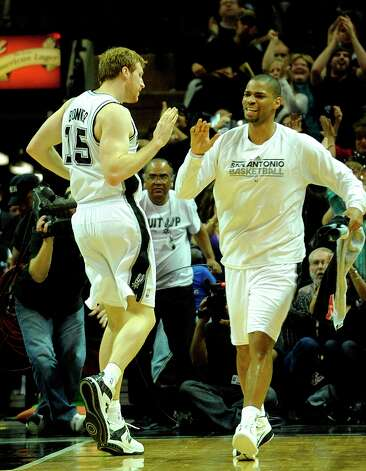 Matt Bonner (left) of the Spurs is congratulated by teammate Gary Neal after hitting a key 3-point shot late against the Oklahoma City Thunder at the AT&T Center, Feb. 23, 2011. Photo: BILLY CALZADA, SAN ANTONIO EXPRESS-NEWS / gcalzada@express-news.net
