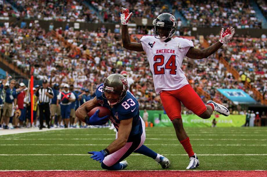 Vincent Jackson (83) gets the NFC off and running as the Buccaneers wide receiver beats Texans cornerback Johnathan Joseph on a 36-yard touchdown pass from Drew Brees in the first quarter of Sunday's Pro Bowl at Honolulu. Photo: Kent Nishimura, Stringer / 2013 Getty Images