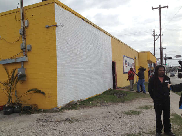 The defaced Obama mural was covered with white paint Monday morning, Jan.28, 2013, after it was discovered to be defaced. At right is muralist Reginald Adams. | Karen Warren / Houston Chronicle Photo: Karen Warren / Houston Chronicle