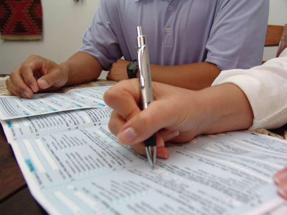 Filling out paper Census forms. Photo: US Census Bureau / handout