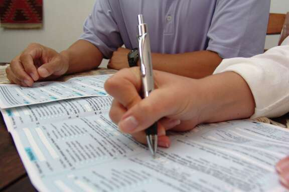 Filling out the 2010 Census forms. Credit: US Census Bureau