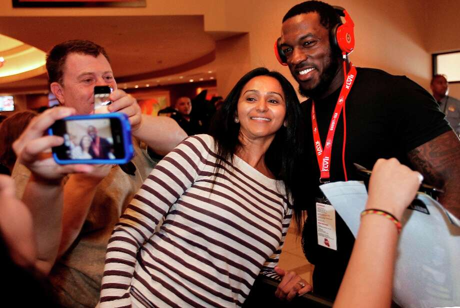 San Francisco 49er fan Nissa Damani who is visiting from Charlotte gets a photograph with linebacker Patrick Willis, at the New Orleans Marriott hotel in New Orleans, Louisiana  on Monday Jan. 28,  2013. Photo: Michael Macor, The Chronicle / ONLINE_YES