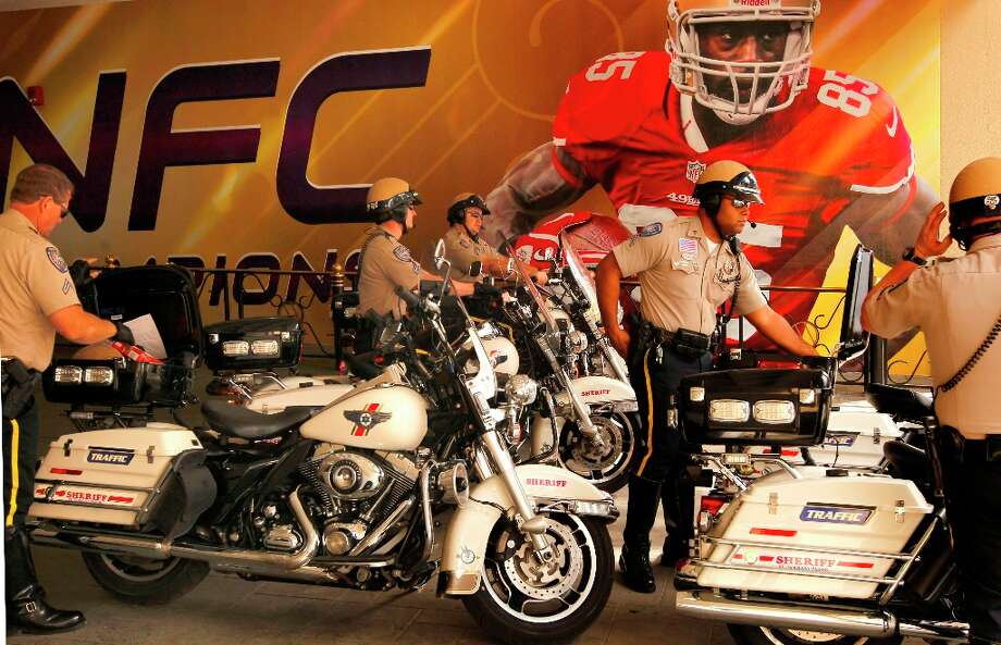 The San Francisco 49er team hotel is well guarded by the St. Tammany Parish Sheriff officers, at the Marriott hotel in New Orleans, Louisiana on Monday Jan. 28,  2013. A giant sized image of 49er receiver Vernon Davis lines the wall. Photo: Michael Macor, The Chronicle / ONLINE_YES