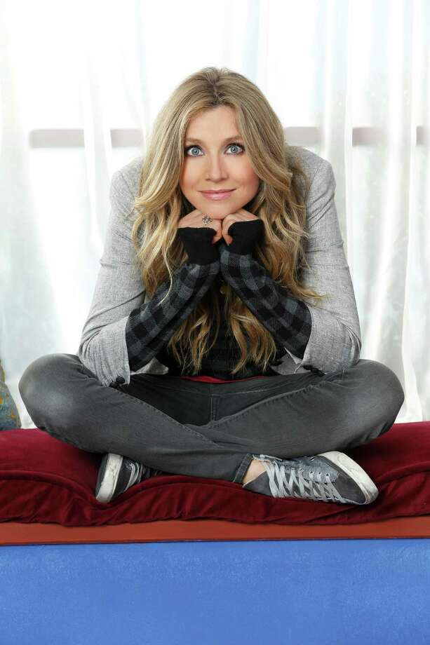 "HOW TO LIVE WITH YOUR PARENTS (FOR THE REST OF YOUR LIFE) - ABC's ""How To Live With Your Parents (For The Rest Of Your Life)"" stars Sarah Chalke as Polly. Photo: Bob D'Amico, ABC / © 2012 American Broadcasting Companies, Inc. All rights reserved."