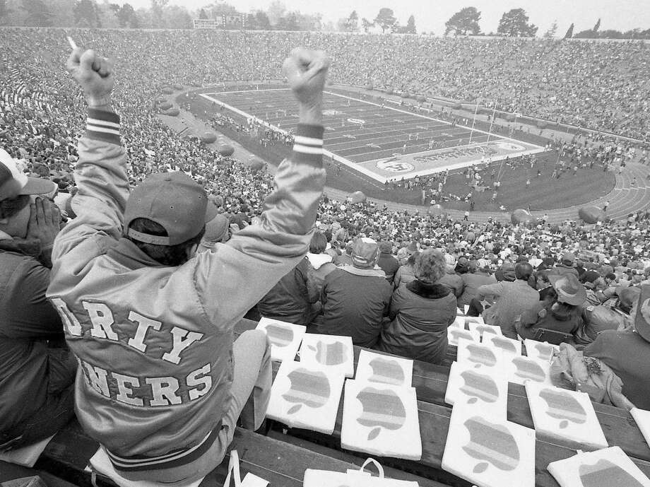Jan. 20, 1985: A San Francisco 49ers fan in Palo Alto to watch the team beat the Miami Dolphins in Super Bowl XIX. Photo: Steve Ringman, The Chronicle