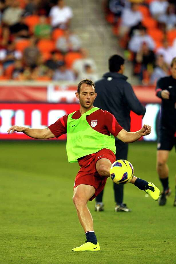 Brad Davis of the Dynamo warms up. Photo: Johnny Hanson, Houston Chronicle / © 2013  Houston Chronicle