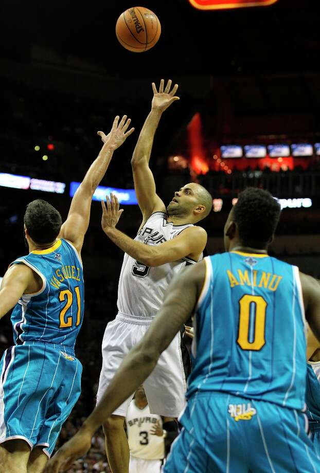 The Spurs' Tony Parker (09) takes a shot over New Orleans Hornets' Greivis Vasquez (21) in the second half on Wednesday, Jan. 23, 2013. Spurs defeated the Hornets, 106-102. Photo: Kin Man Hui, San Antonio Express-News / © 2012 San Antonio Express-News