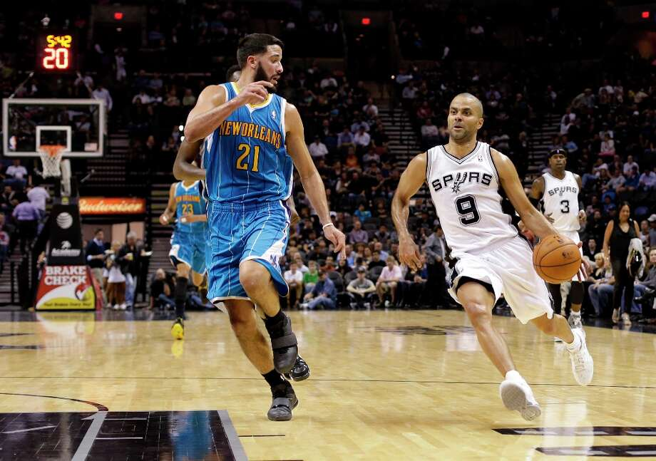 The Spurs' Tony Parker (9) drives around New Orleans Hornets' Greivis Vasquez (21) during the second half, Wednesday, Jan. 23, 2013, in San Antonio. Photo: Eric Gay, Associated Press / AP