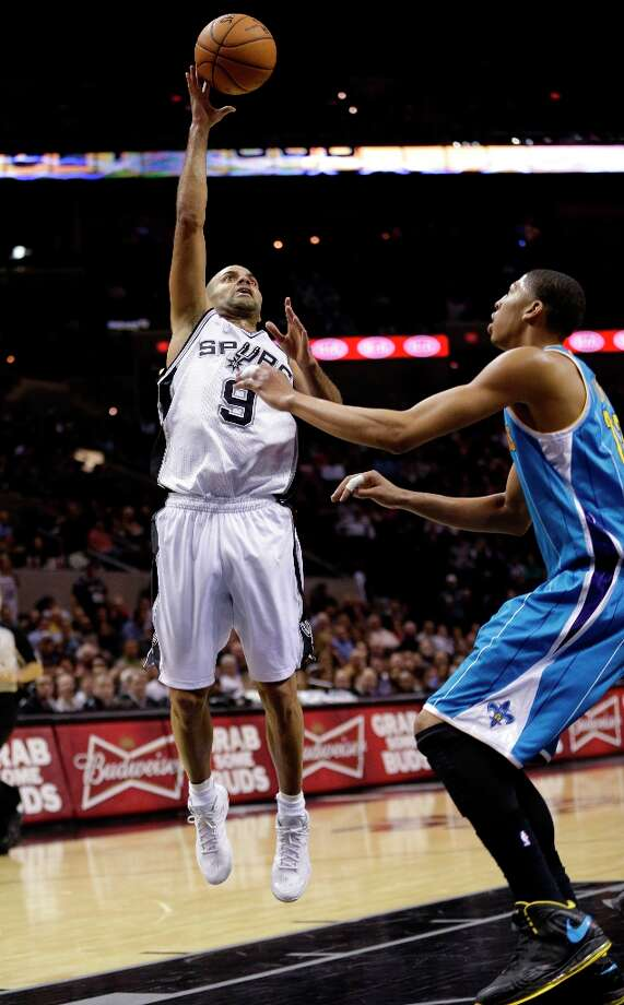 The Spurs' Tony Parker (9), of France, shoots over New Orleans Hornets' Anthony Davis (right) during the fourth quarter, Wednesday, Jan. 23, 2013, in San Antonio. Photo: Eric Gay, Associated Press / AP