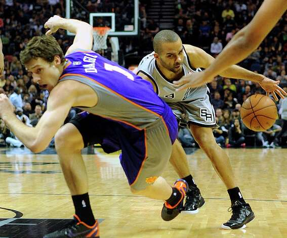 Spurs point guard Tony Parker gets tangled up with Goran Dragic of the Phoenix Suns during first-half action at the AT&T Center on Saturday, Jan. 26, 2013. Photo: Billy Calzada, San Antonio Express-News / SAN ANTONIO EXPRESS-NEWS
