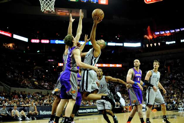 Tony Parker of the Spurs shoots and scores over Goran Dragic and the Phoenix Suns at the AT&T Center on Saturday, Jan. 26, 2013. Photo: Billy Calzada, San Antonio Express-News / SAN ANTONIO EXPRESS-NEWS