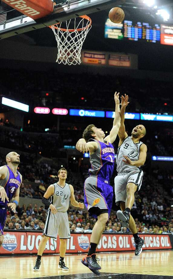 Tony Parker shoots over Goran Dragic of the Phoenix Suns at the AT&T Center on Saturday, Jan. 26, 2013. Photo: Billy Calzada, San Antonio Express-News / SAN ANTONIO EXPRESS-NEWS