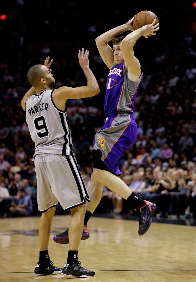 Phoenix Suns' Goran Dragic (1) shoots over the Spurs' Tony Parker (9) during the fourth quarter, Saturday, Jan. 26, 2013, in San Antonio. San Antonio won 108-99. Photo: Eric Gay, Associated Press / AP
