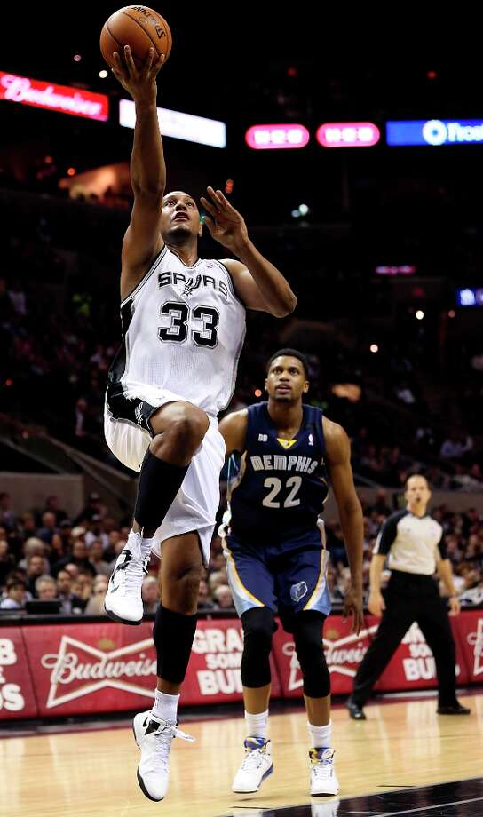 France's Boris Diaw averages 2.6 assists per game. Photo: Jerry Lara, San Antonio Express-News / © 2013 San Antonio Express-News