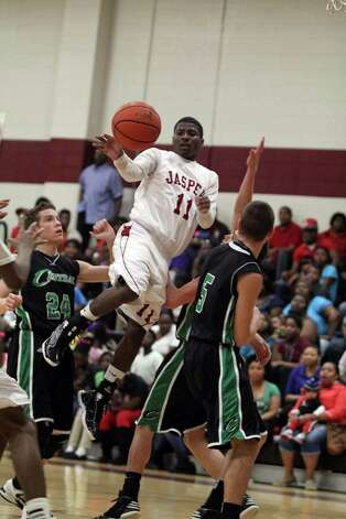 Malik Smith passes the ball off against Central Photo: Jason Dunn