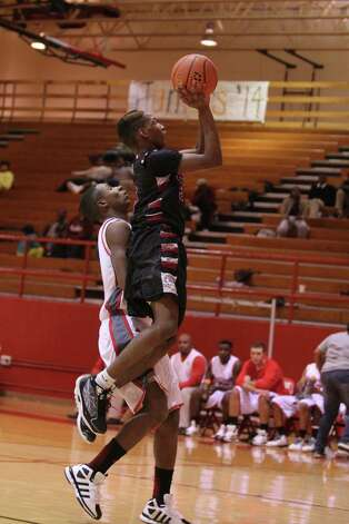 Davion Smith goes up for a layup against Carthage. Photo: Jason Dunn