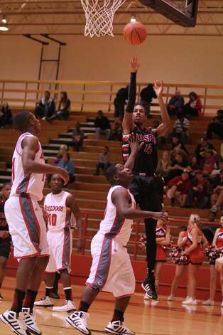 Jemarcus Reed fires up a short jumper against Carthage. Photo: Jason Dunn