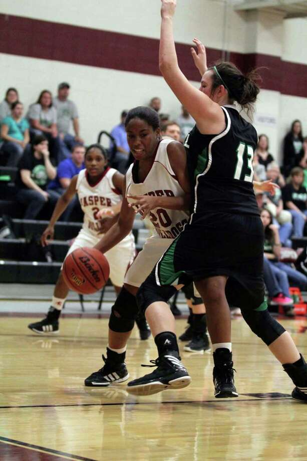 Tia Hunt works inside against Central. Photo: Jason Dunn