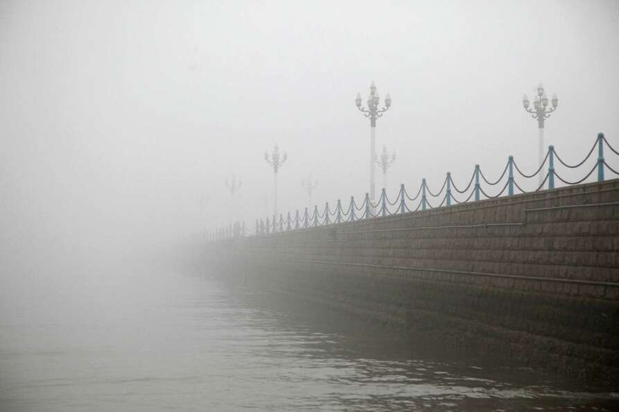 Heavy smog hangs over a road in Qingdao, east China's Shandong province on January 29, 2013. Residen