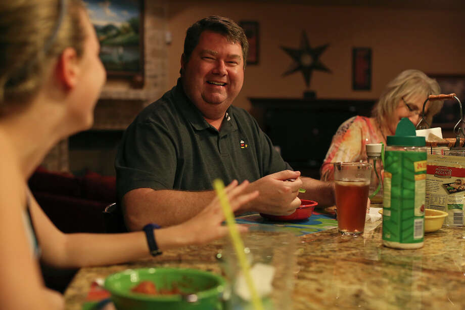 "David Welch has dinner with his wife, Kathryn, and daughter, Jessica. He joined healthywage.com as a ""minor incentive"" for his dieting. Photo: Lisa Krantz, San Antonio Express-News / © 2012 San Antonio Express-News"