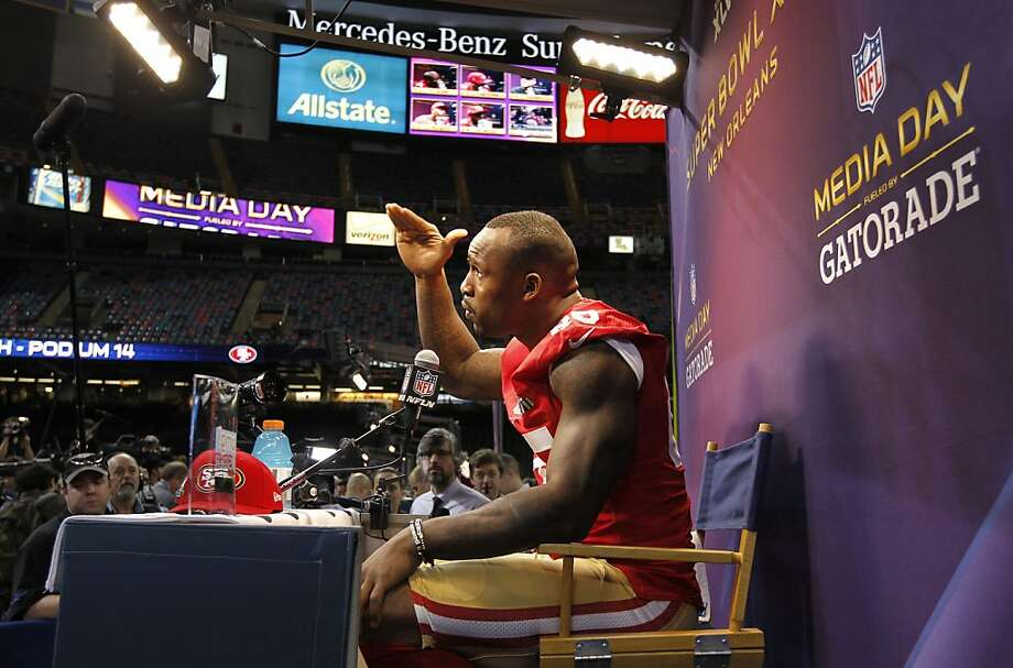 49er Vernon Davis, 85 talks with reporters as Media Day gets underway at the Mercedes-Benz Superdome the site of this year's Superbowl between the San Francisco 49ers and the Baltimore Ravens in New Orleans, La. on Tues. Jan. 29, 2013. Photo: Michael Macor, The Chronicle