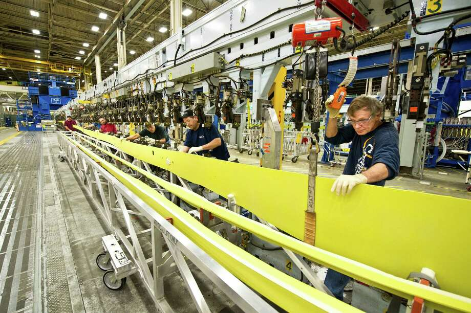 Boeing workers load a spar Load for the first 737 at a new production rate of 38 per month into an automated assembly structure on Jan. 29, 2013 in Boeing's plant in Renton, Wash. Photo: Jim Anderson, JIM ANDERSON/Boeing Photo / Copyright © 2013 Boeing. All Rights Reserved.