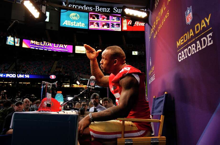 49er Vernon Davis, 85 talks with reporters as Media Day gets underway at the Mercedes-Benz Superdome the site of this year's Superbowl between the San Francisco 49ers and the Baltimore Ravens in New Orleans, La. on Tues. Jan. 29, 2013. Photo: Michael Macor, The Chronicle / ONLINE_YES
