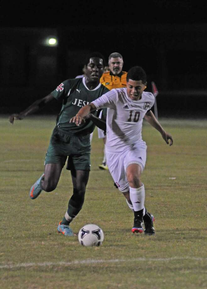 Cy Lakes senior Juan Carlos Salmeron (10, right) outraced Strake Jesuit junior Kevin Jones (left) to the ball in a non-district match earlier this season. Photo: L. Scott Hainline, Freelance / Freelance
