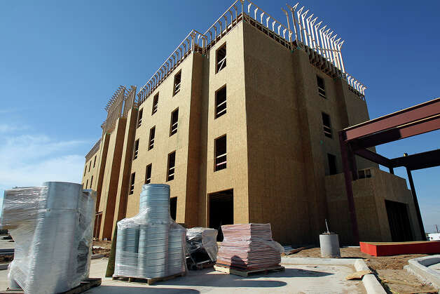 A four story Hampton Inn awaits completion in the Las Palmas area in Cotulla on January 26, 2013. Photo: Tom Reel, San Antonio Express-News / ©2012 San Antono Express-News
