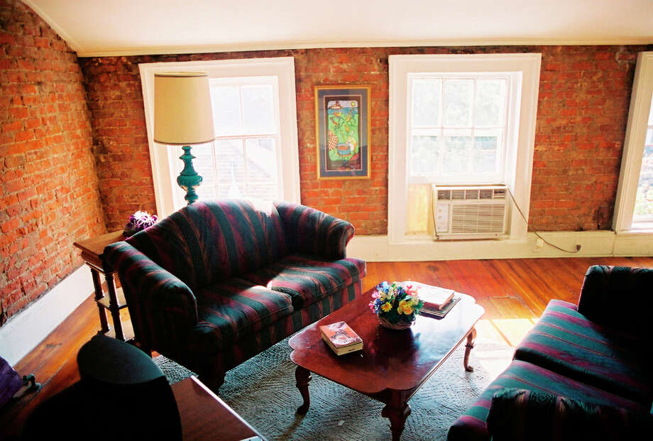 DON'T: Just pick a big chain hotel. Support the local economy and get a vacation rental off of VRBO.com or AirBnB.com. No mint on the pillow, but you'll feel more like a local. (Pictured apartment in the French Quarter is available through HistoricRentals.com.) Photo: Spud Hilton, The Chronicle