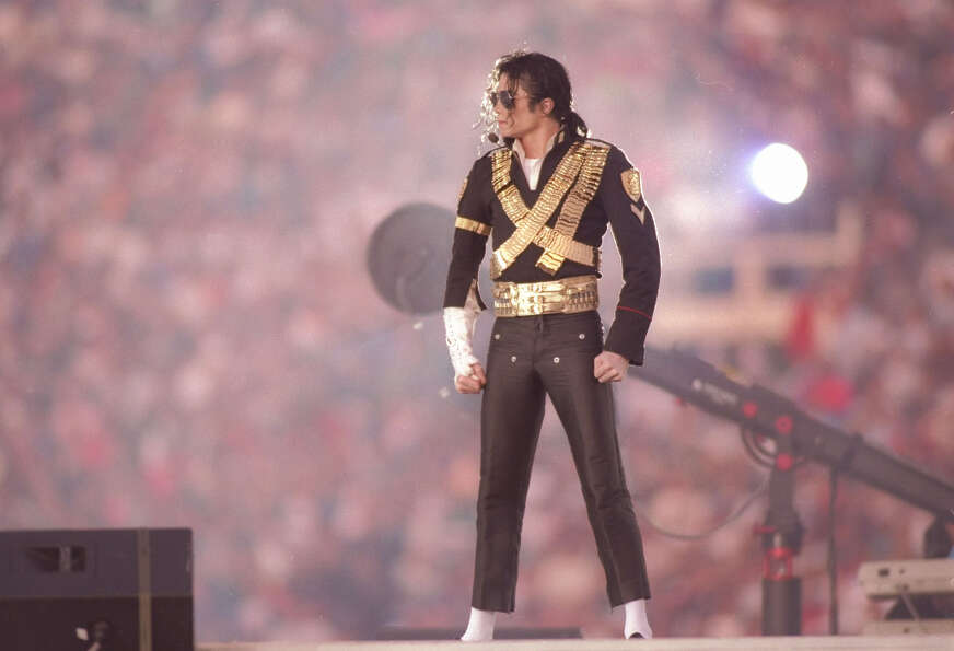 31 Jan 1993:  Singer Michael Jackson performs during halftime at Super Bowl XXVII between the Dallas