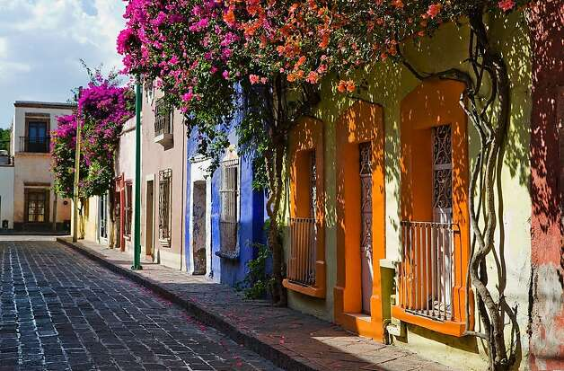 Queretaro boasts an immaculately  preserved downtown adorned with 17th and 18th century buildings, quaint colonial-era plazas and lovely andadores, or pedestrian walkways, which are well used for evening promenades. Photo: Mtb, Ricardo Espinosa